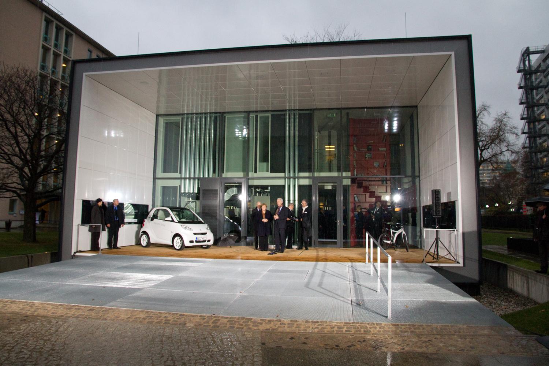 Eröffnung des Effizienzhaus Plus mit Elektromobilität (© BMVBS)