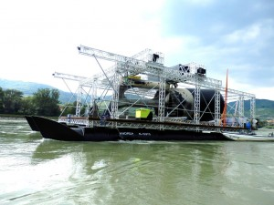 Das Schiff beim Einsetzen der Strom-Boje 3 @ Aqua Libre