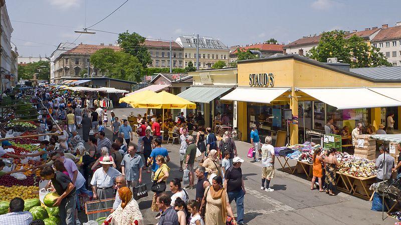 Brunnenmarkt. Wiens letzter reiner Straßenmarkt, der Brunnenmarkt im 16., galt letzthin als hipper Bobo-Markt. Das Flair: ein wienerisch-orientalischer Mix.