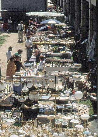 Markt am Donaukanal. Flanieren und gustieren in der schattigen Promenade am Donaukanal. Sonntags gibt es hier Kunsthandwerk, Bücher und Antiquitäten.
