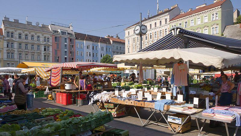Der Karmelitermarkt im zweiten Bezirk ist einer der ältesten bestehenden Märkte, als Kombination aus Wochen- und Bauernmarkt.