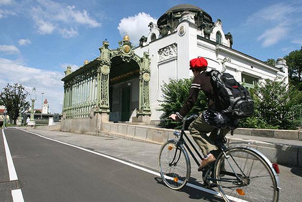 Der Wiental-Radweg führt malerisch entlang des Wienflusses von Auhof bis zur Kennedybrücke - und zu wunderschönen Sehenswürdigkeiten.