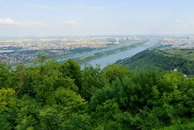 Entlang der Donau über den Kaisermühlendamm, aber auch nordwärts Richtung Klosterneuburg... Bild: Michael Zwanziger, Pixelio