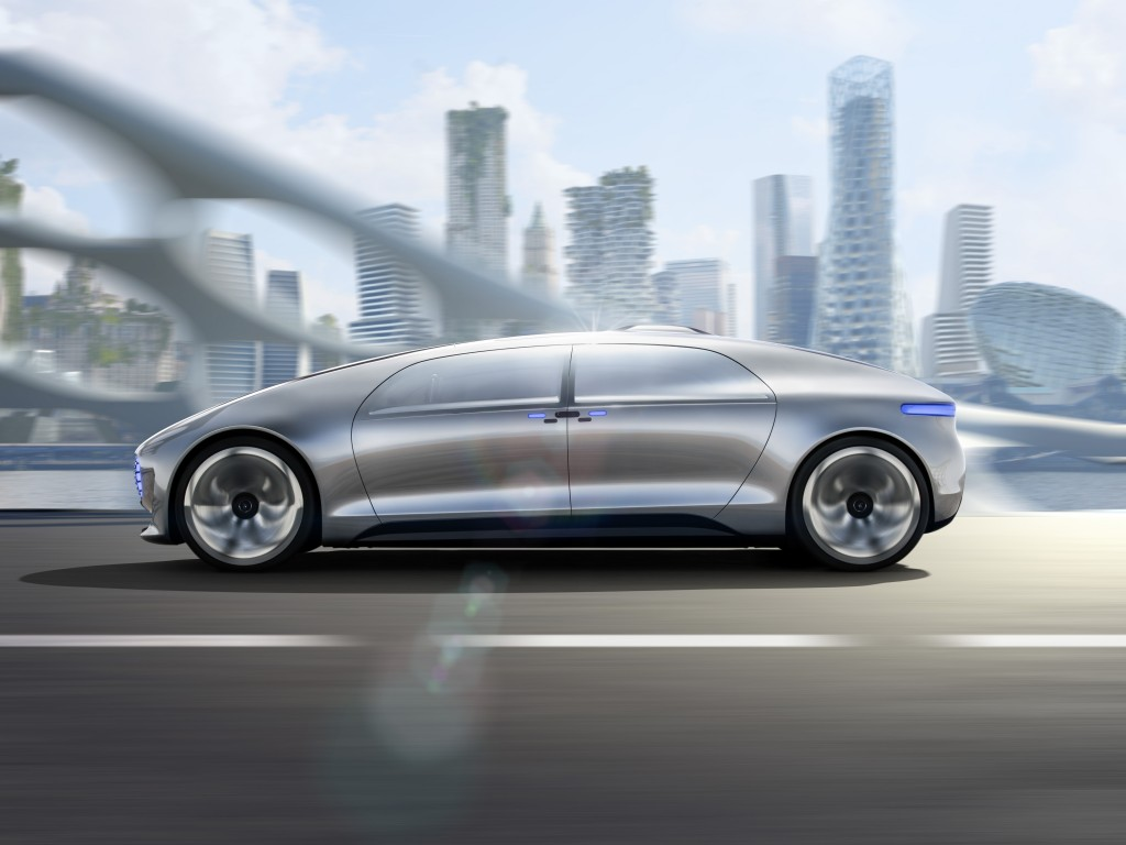 Mercedes-Benz F 015 Luxury in Motion in the city traffic of the future © Daimler AG
