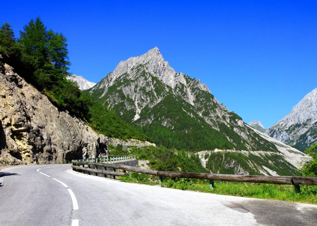 Durch Berg und Tal IX / Rike / pixelio.de