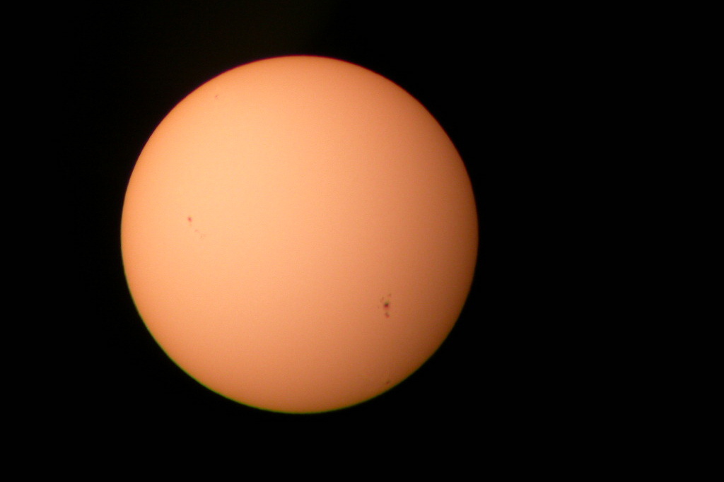 Sun with visible sunspots © Adam Scott/Flickr | CC-BY