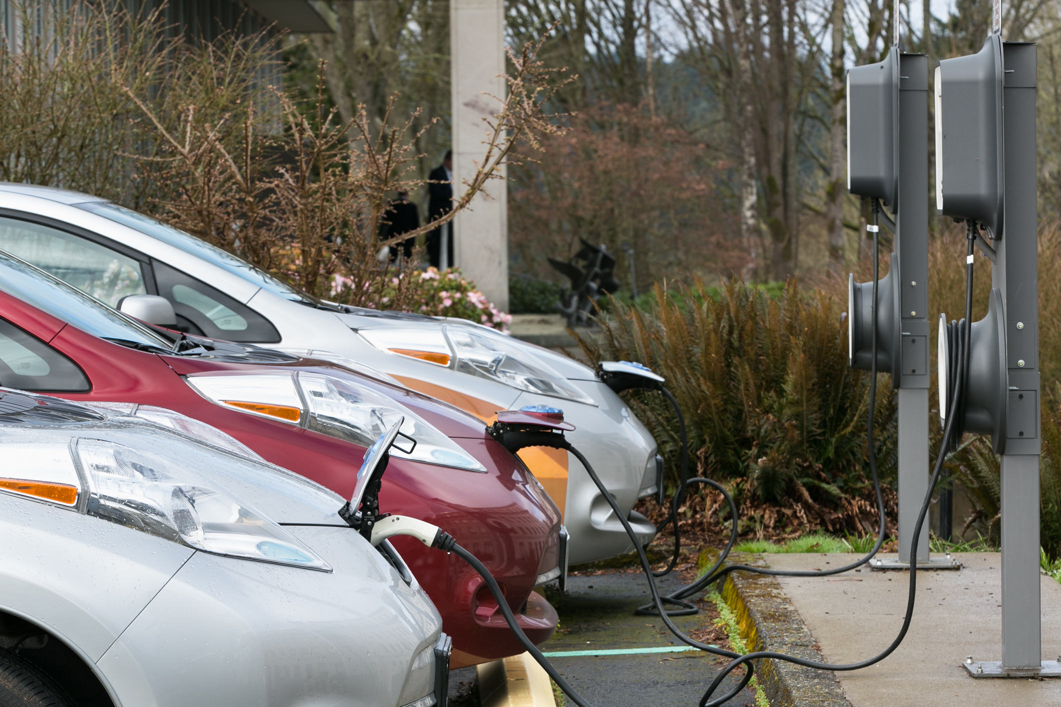 Electric cars and electric car charging stations. © wahousegop/Flickr