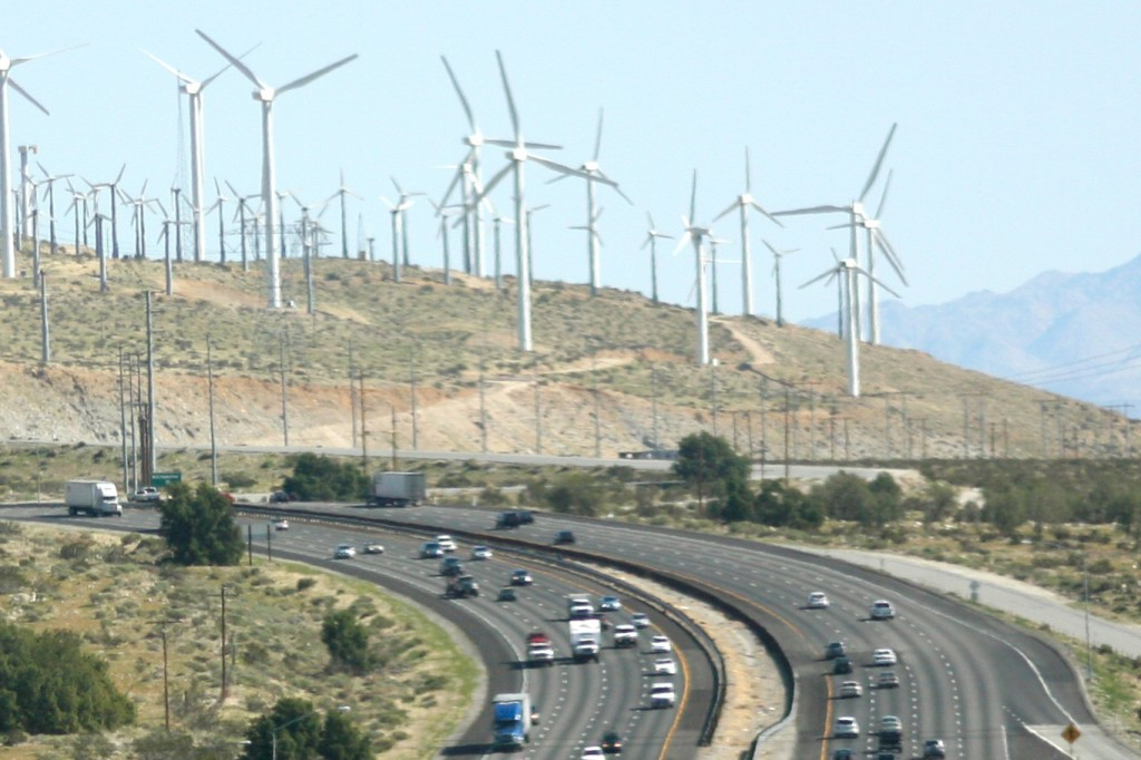 Wind farm and greenhouse gas farm, together © Kevin Dooley / Flickr