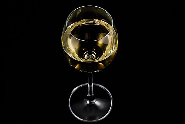 Wein: Auch Weinreste kann man in der Eiswürfelform einfrieren und dann bei Bedarf zum Kochen verwenden. Zum Trinken ist der Wein dann nicht mehr geeignet, weil er sich geschmacklich durch das Einfrieren zu sehr verändern.