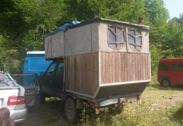 Holzhaus auf Pickup