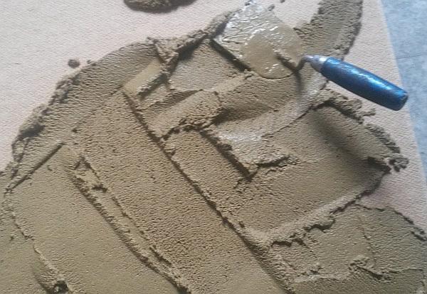 Lehm auf Weichfaserplatte