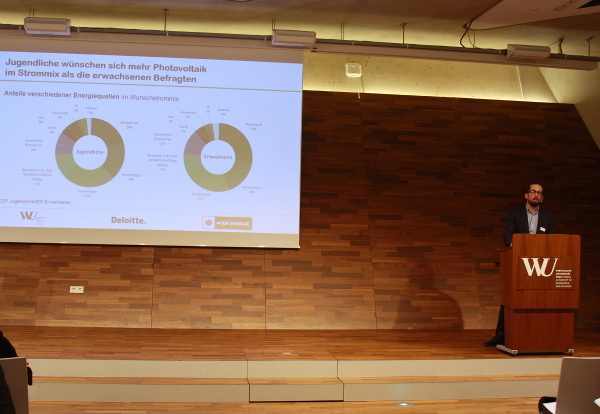 Dr. Robert G. Sposato | Alpen-Adria-Universität Klagenfurt; Jugendliche wünschen sich mehr Photovoltaik im Strommix als die erwachsenen Befragten - Photocredit: Elisabeth Demeter