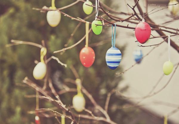 Gefärbte Eier werden auch oft als Dekoration benutzt. - Photocredit: pixabay.com/FeeLoona