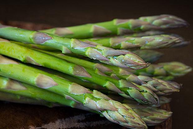 7. Frühlingsrezept: Spargel-Kräutersalat mit Garnelen