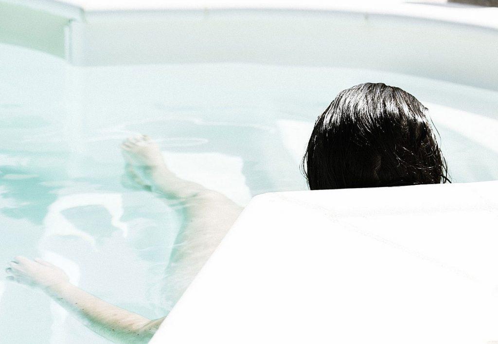 7. Geh in die Therme und gönn dir eine schöne Zeit. Auch ein gemütliches Stündchen in der Badewanne wirkt Wunder!
