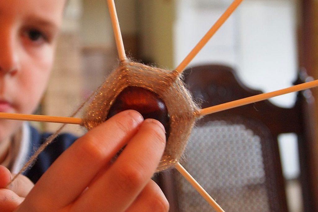 Für die größeren Kindern sind Kastanien wunderbar auch zum Spielen geeignet.