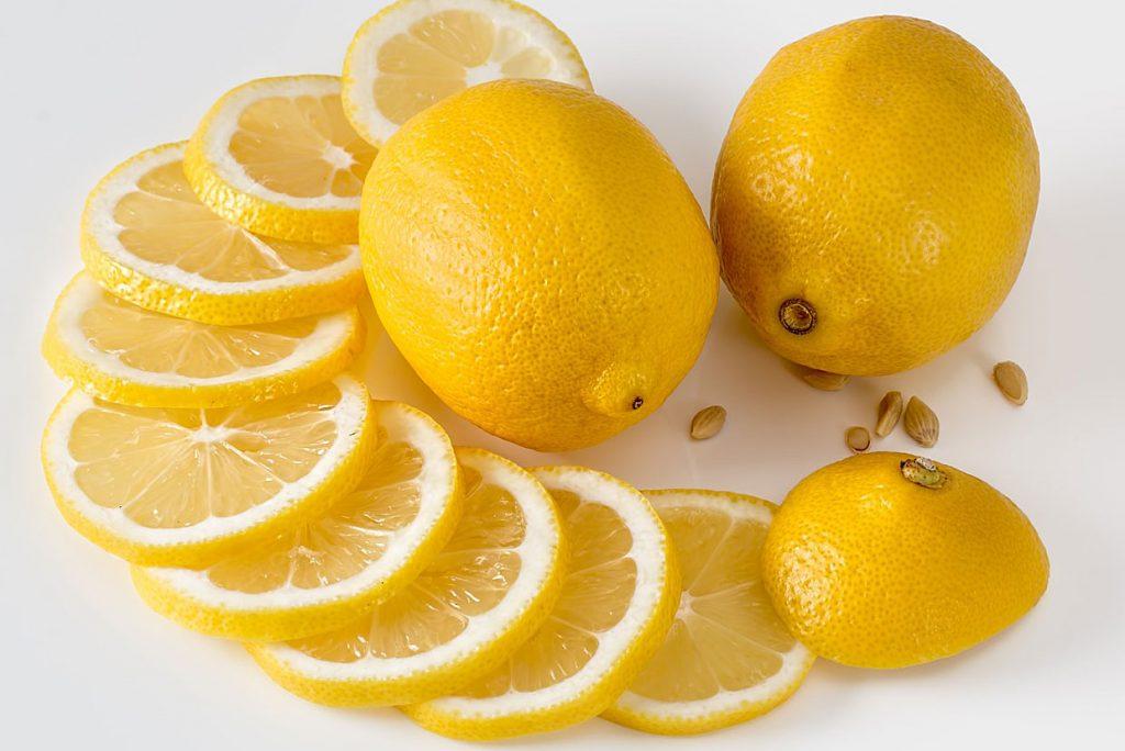 4. Zitrone, Natron und Essig statt chemischer Putzmittel