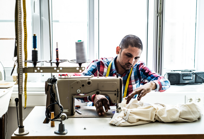 Die Kattunfabrik hilft Textilarbeitenden beim Einstieg in den Arbeitsmarkt. Das CutureLab schafft die Jobs der Zukunft in der Textilindustrie.