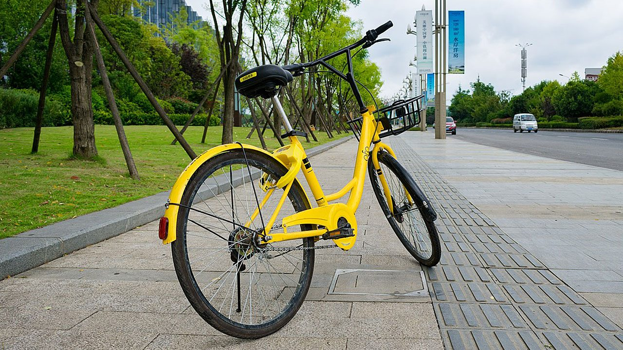 3. Fahre eindeutig und berechenbar, wenn du mit dem Fahrrad unterwegs bist. Fotocredit: pixabay/lin2015