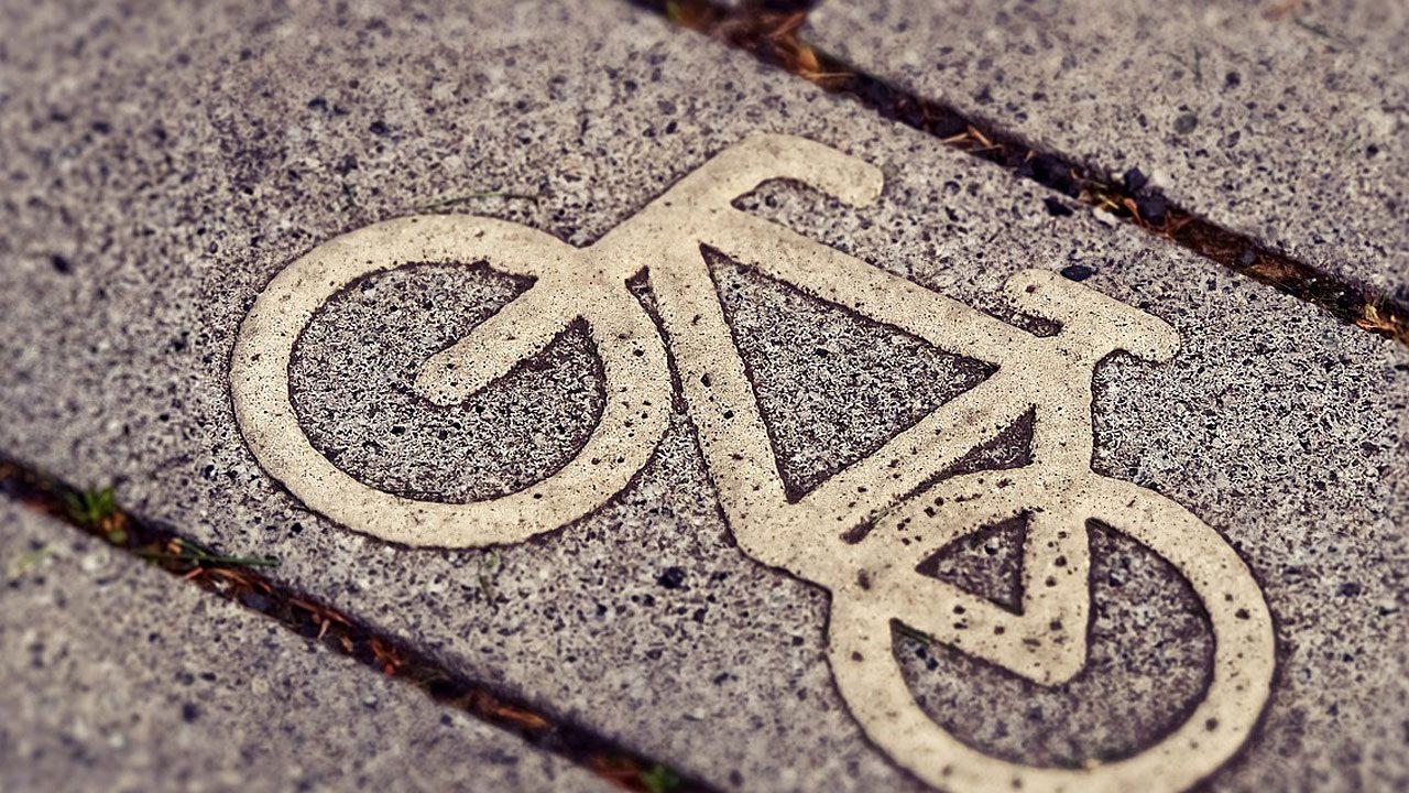 5. Halte mindestens einen Meter Seitenabstand, wenn du als Autofahrer oder Autofahrerin einen Radfahrer oder eine Radfahrerin überholst. Fotocredit: pixabay/MichaelGaida