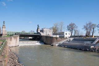 Schemerlbrücke mit Fischaufstiegshilfe. - Fotocredit: Verbund