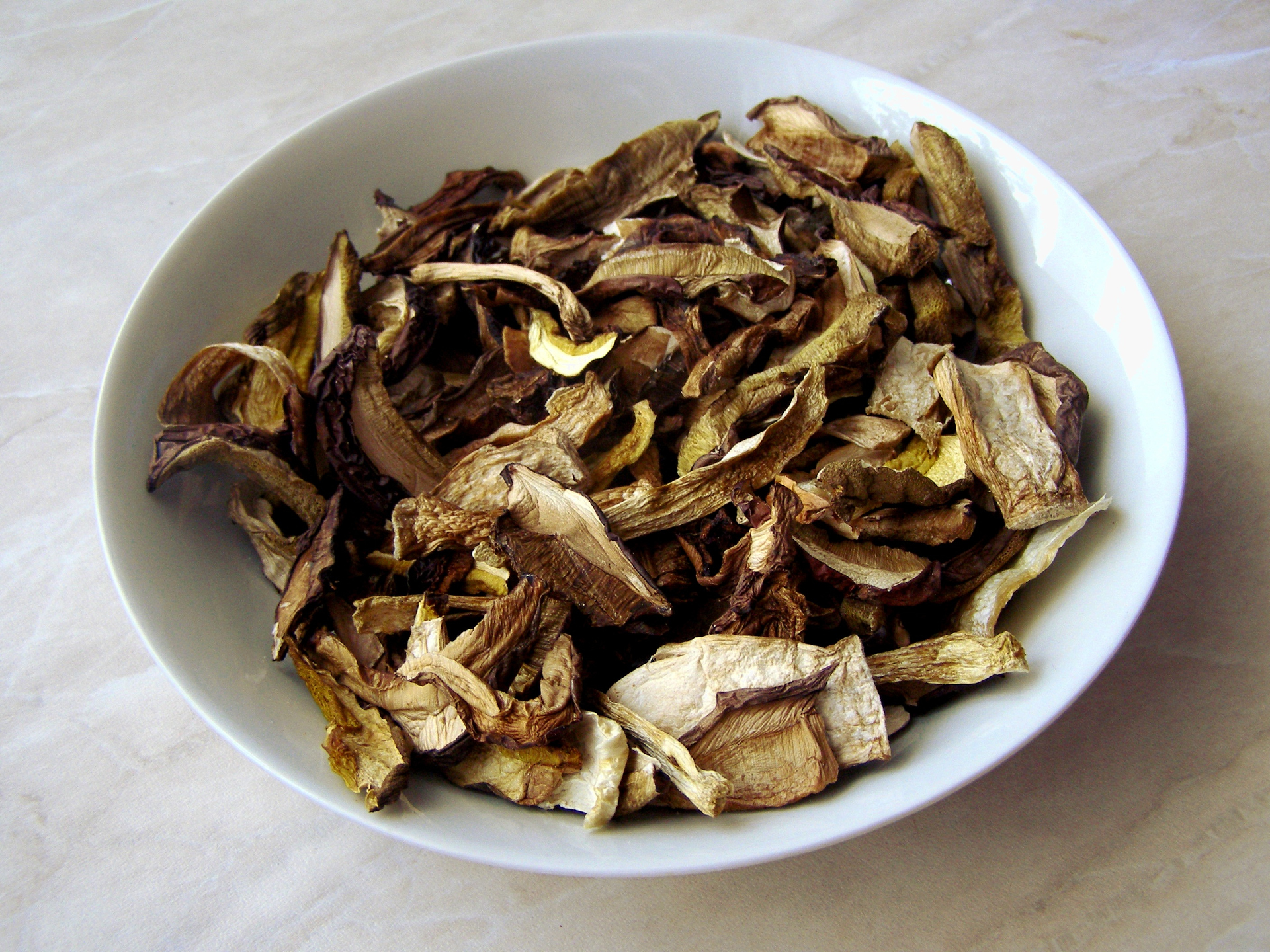 Diverse Pilze sind auch in getrockneter Form sehr einfach zu verkochen - Photocredit: pixabay.com/niebieskibanan