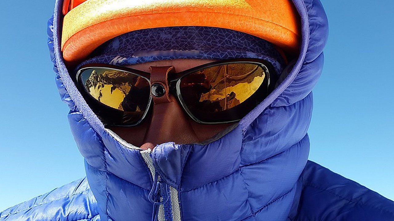 3. Als äußere Isolierschicht sind Daunenjacken, Daunenparkas und Daunengilets wunderbar geeignet. Idealerweise ist die Daunenüberkleidung wind- und wasserdicht. Dann wärmt sie auch am besten. Fotocredit: Pixabay/Simon