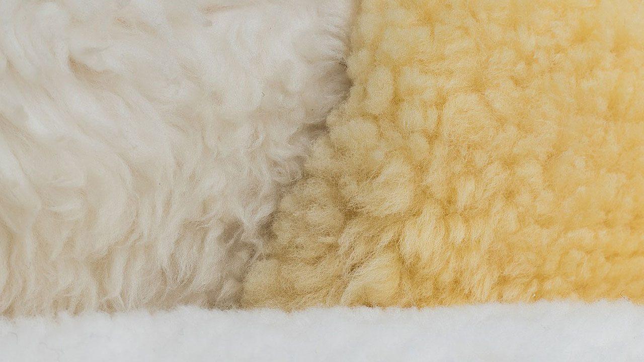 4. Fell wird in verschiedenen Kleidungsstücken verwendet: Als Einlegesohle, für Winterstiefel, für Jacken, Mäntel und Handschuhe, um nur einige Beispiele zu nennen. Fotocredit: Pixabay/stux