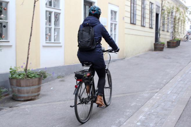 Mit dem E-Bike unterwegs / Fotocredit: Pia Minixhofer