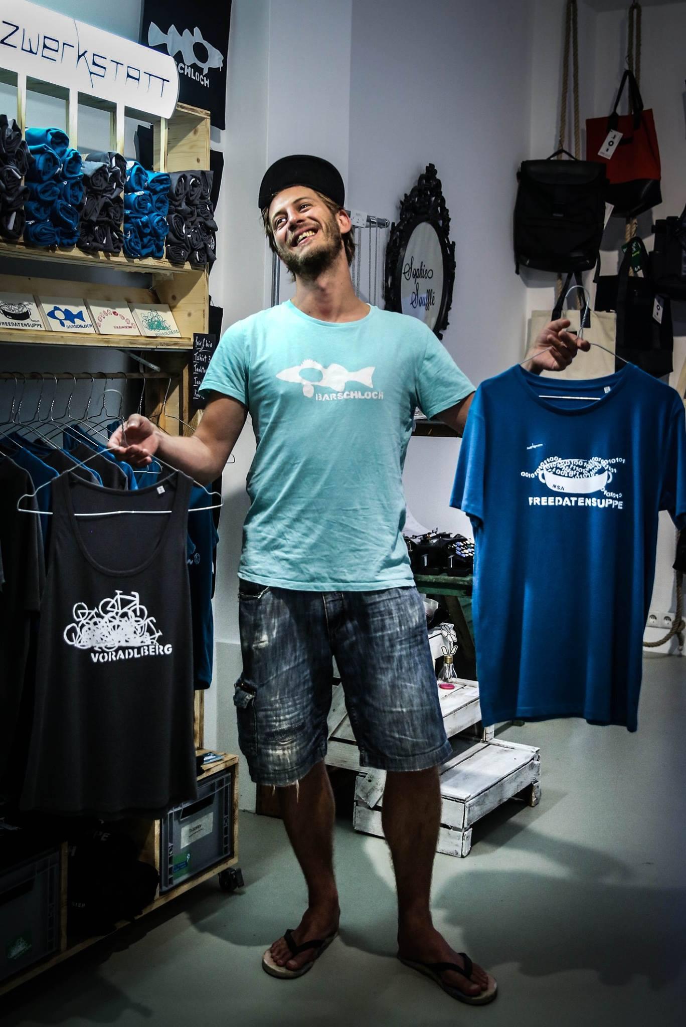 Die T-Shirts gibt es online, auf Messen oder einmal pro Woche direkt bei Bernd im 7. Bezirk zu kaufen. -Fotocredit: Zwerkstatt
