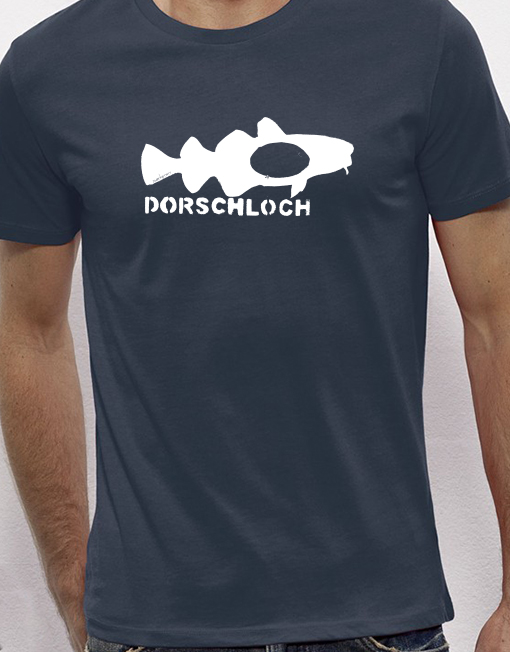 Die Aufdrucke auf Bernds T-Shirts haben immer eine bestimmte Funktion. Manche sollen zum Lachen anregen. Fotocredit: Zwerkstatt