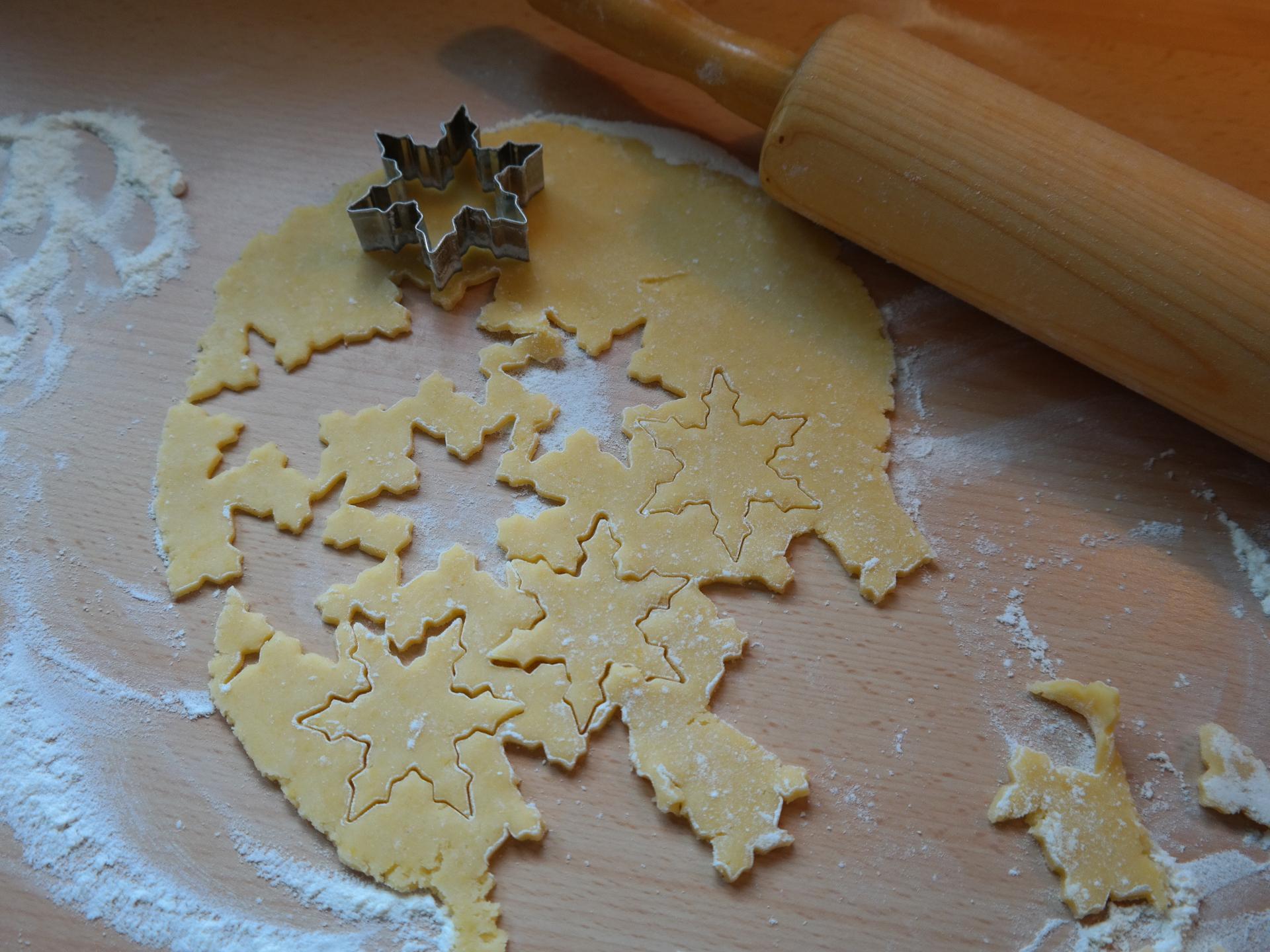 Gemeinsam kekse backen ist für viele ein integraler Bestandteil des Weihnachtsfestes. - Photocredit: pixabay.com/Hans