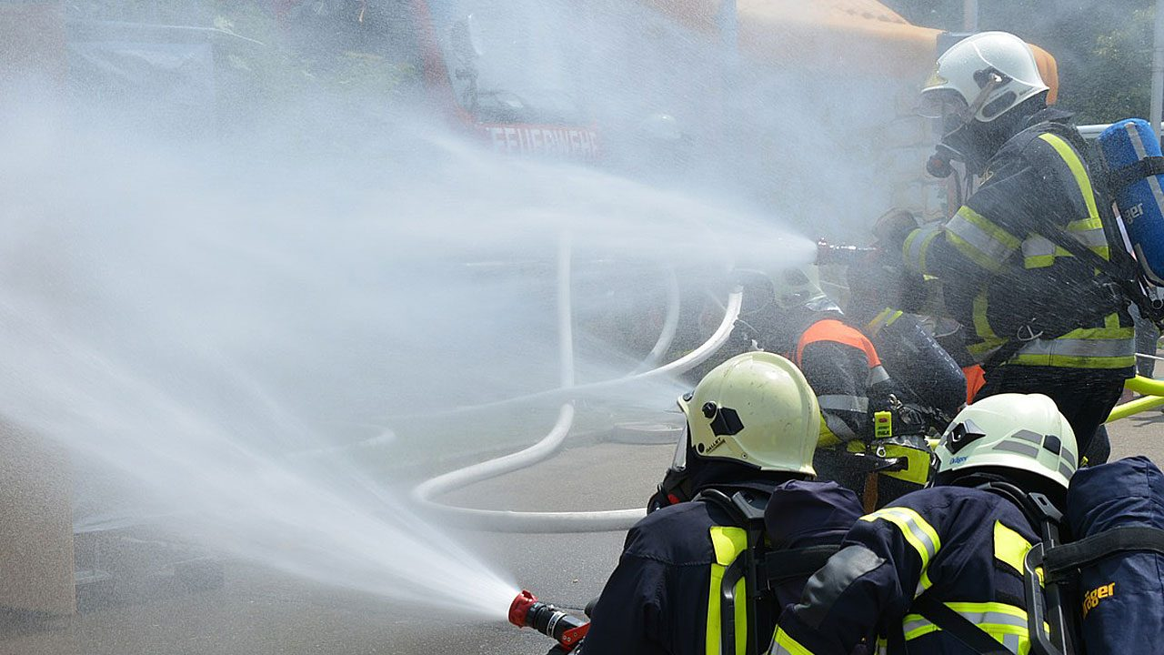 2. Wenn Feuer ausbricht: Ruhe bewahren! Notruf 122 wählen!-Fotocredit: pixabay/blickpixel