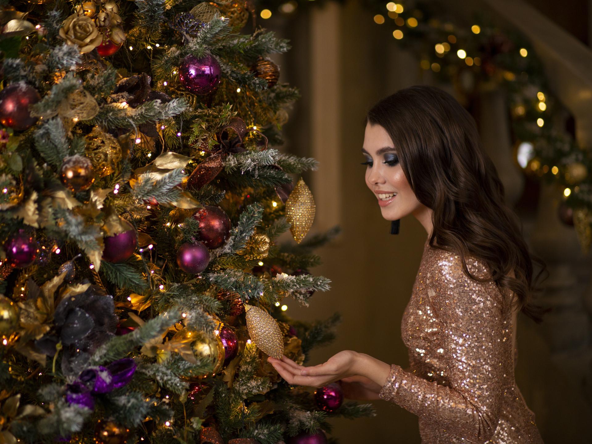 Für viele ist es besonders wichtig, dass sie zu Weihnachten einen großen, bunt dekorierten Christbaum haben. - Photocredit: pixabay.com/Afishera