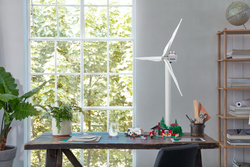 Die LEGO® Creator Expert Vestas Windkraftanlage (10268) macht einiges her – Foto: © LEGO