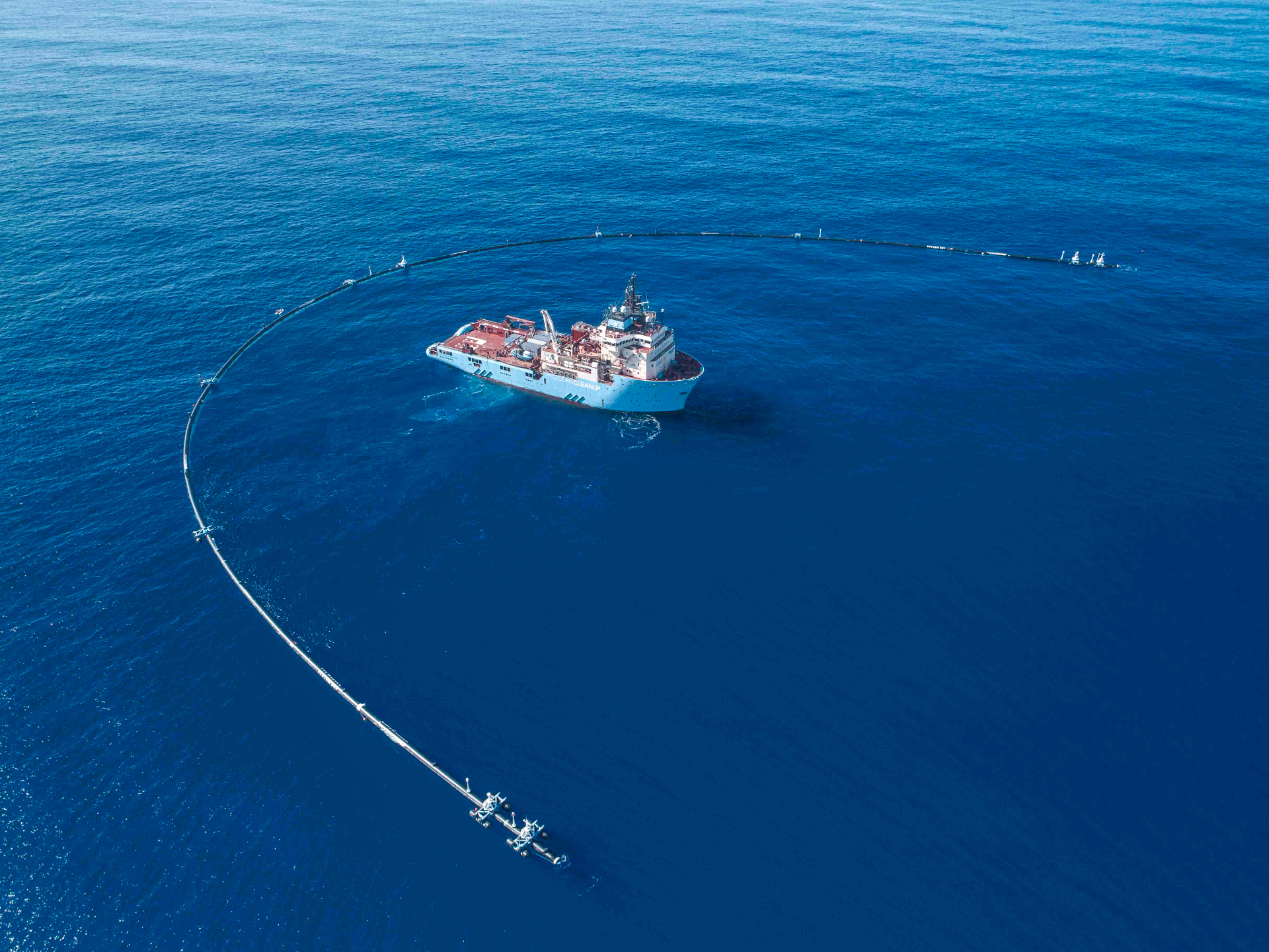 Das erste Plastikmüll Einfangsystem im Pazifik. - Photocredit:theoceancleanup.com