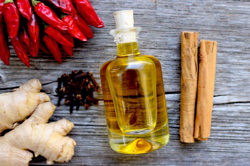 Wärmende Gewürze und das hautpflegende Jojobaöl sind die Basis des Balsams  Fotocredit: Valerie Jarolim