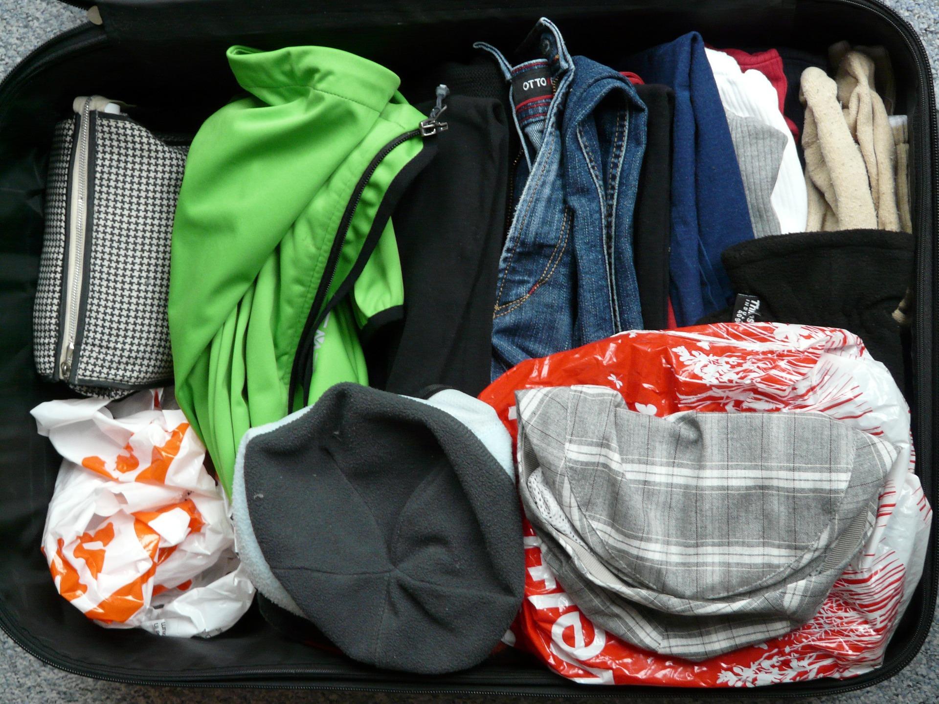 Beim Leben aus dem Koffer spielt Ordnung eine wichtige Rolle. - Photocredit: pixabay.com/Hans