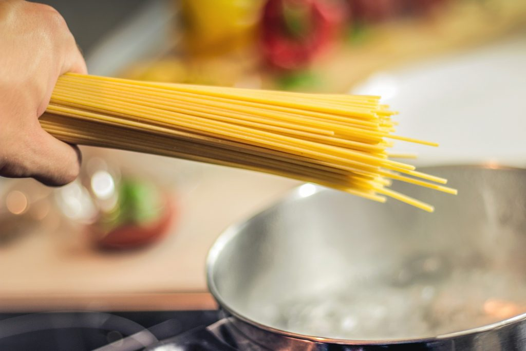 Nudeln kochen? Wir zeigen euch, wie ihr dabei Energie sparen könnt! – © Bild: pixabay.com
