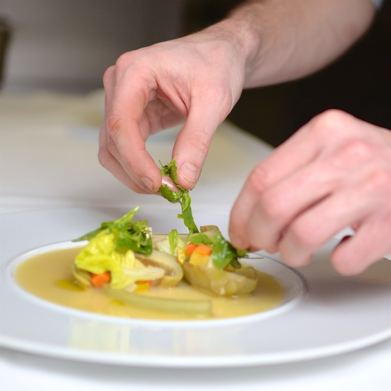 Kulinarische Schönheiten auf einem Teller. Bildrechte: Landgasthaus Schiller