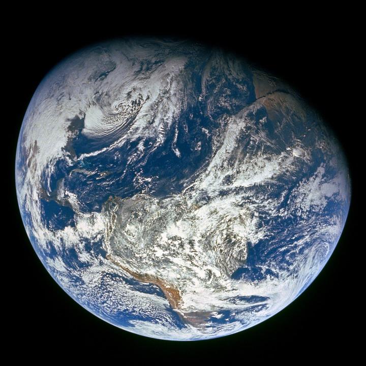Die Erde besteht aus zwei Drittel aus Wasser. Deswegen wird sie als blauer Planet bezeichnet. -Photocredit: skeeze/pixabay