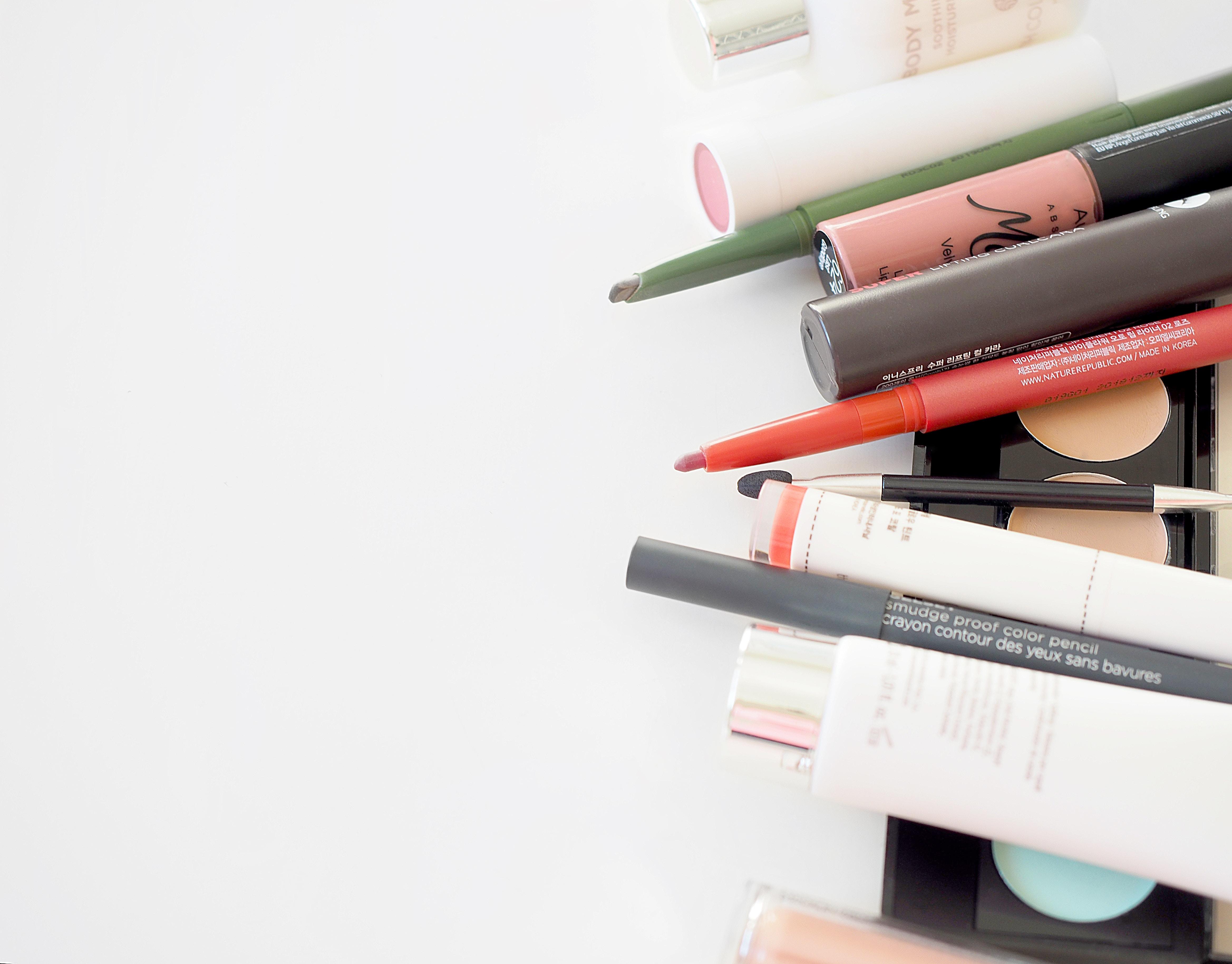 Viele Naturskosmetiklabel versuchen auf Alternativen zu Plastik umzusteigen. -Photocredit:  Diana Kadreva/Unsplash
