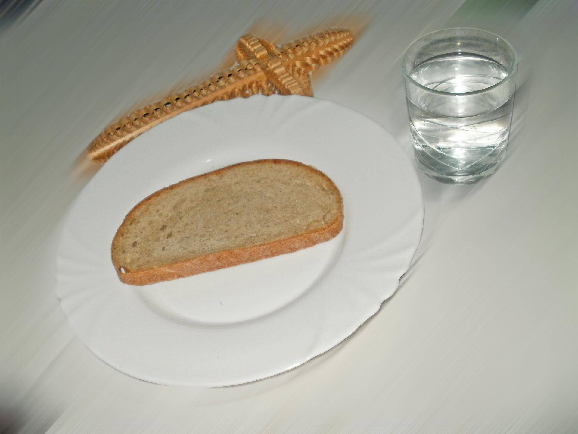 In der christlichen Tradition ist teilweise das Essen bestimmter Lebensmittel wie Brot erlaubt. - Photocredit: pixabay.com/rovin
