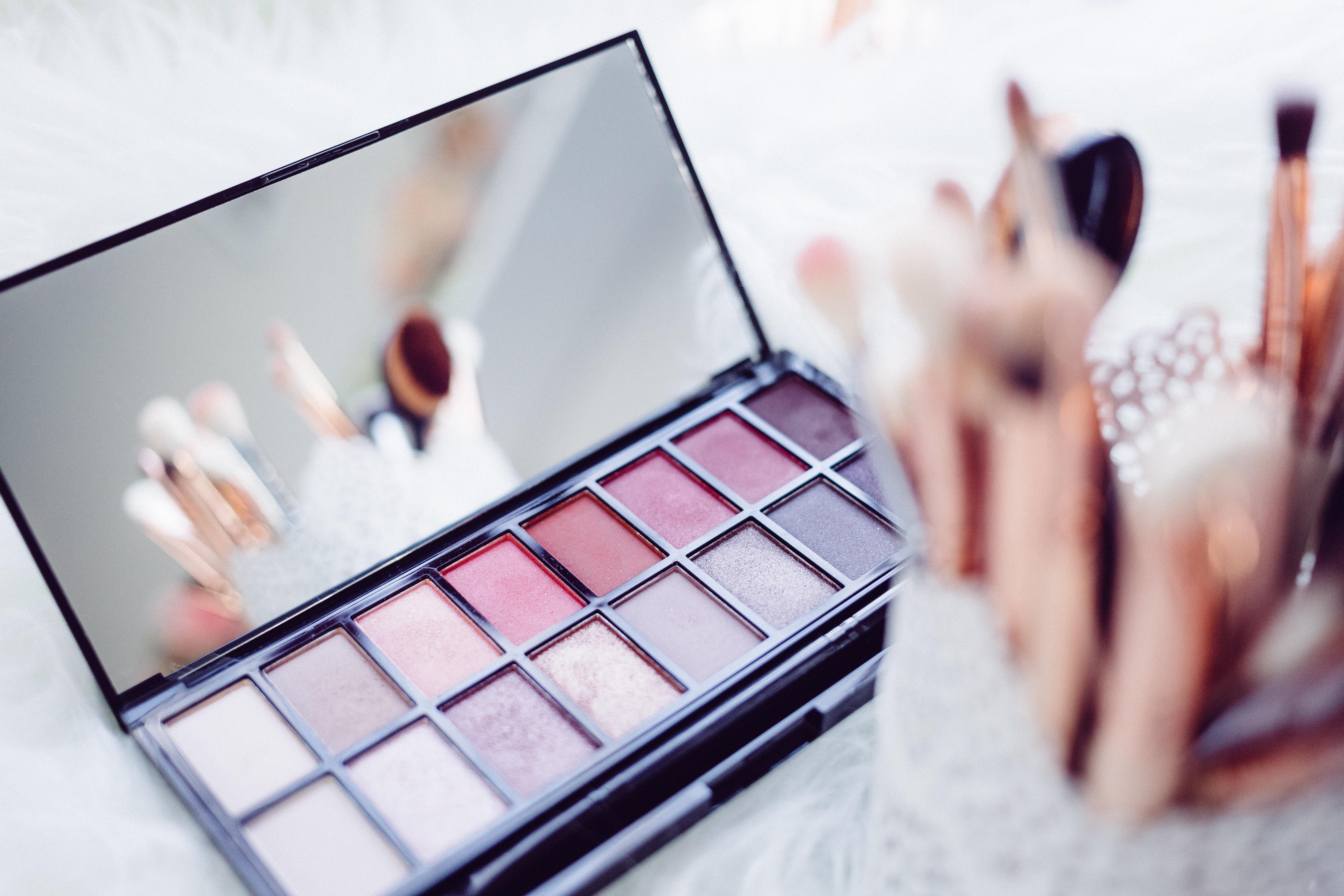 Auf dekorative Kosmetik wollen die wenigsten von uns verzichten, doch auch hier gibt es Alternativen. - Photocredit: freestocks.org/Unsplash