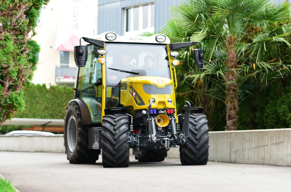 Der rein elektrische Traktor stammt aus der Schweiz / Foto: ©Sepp KnüselAG