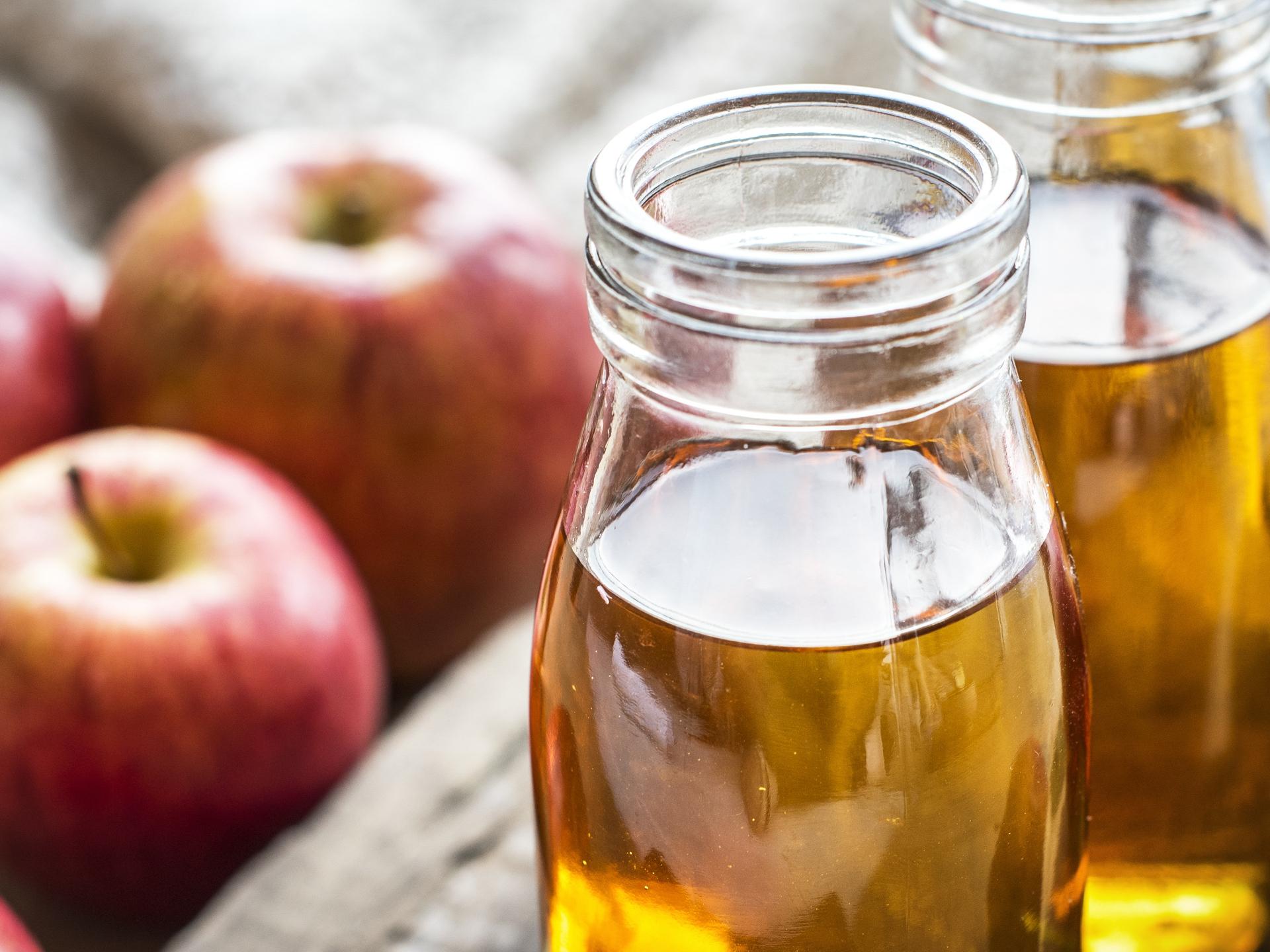 Ich habe sehr gute Erfahrungen mit Apfelessig als Glanz-Spülung gemacht. - Photocredit: pixabay.com/rawpixel