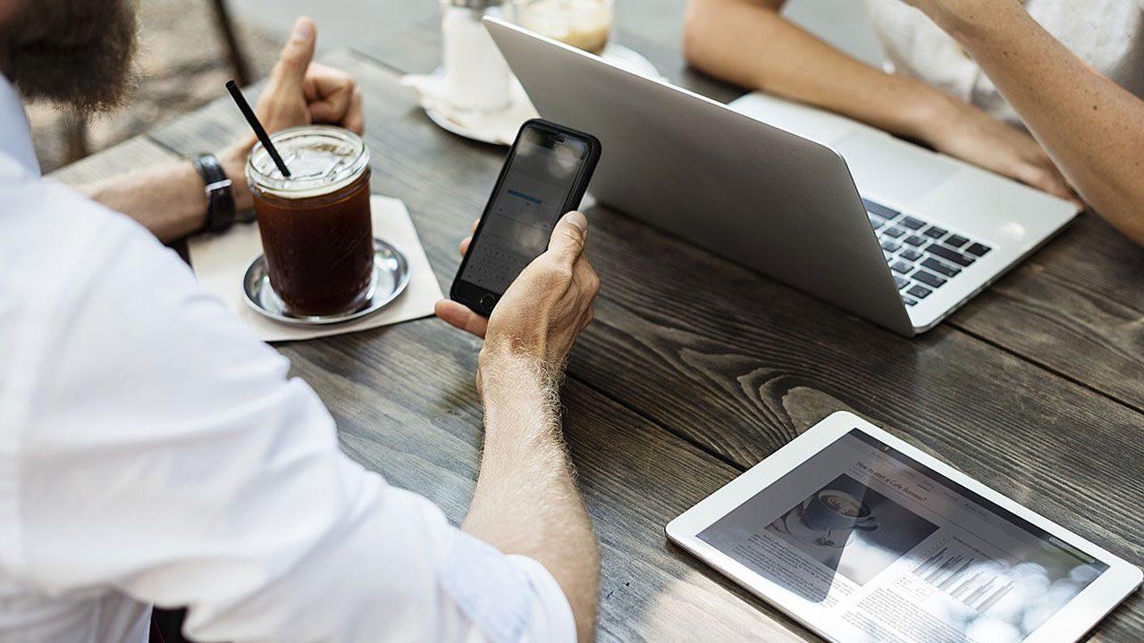 6. Pfeif auf Multitasking! Mach eins nach dem anderen - und bewusst! - Fotocredit: Pixabay/rawpixel-multitasking
