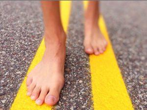 Barfuss gehen stärkt Fuß- und Beinmuskulatur., Fotocredit: Pixabay