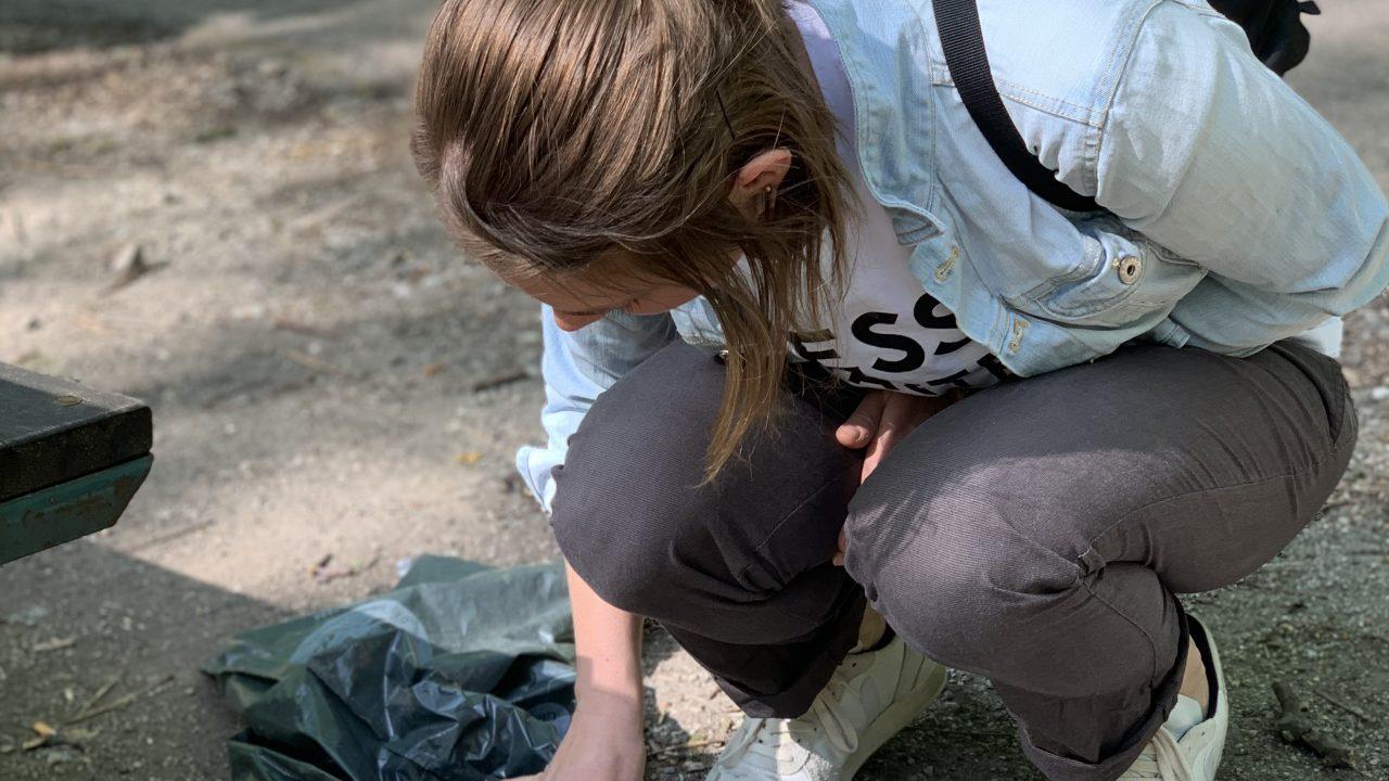 Pia von thegreenwalnuts beim Instawalk Müllsammeln. Fotocredit: Energieleben Redaktion