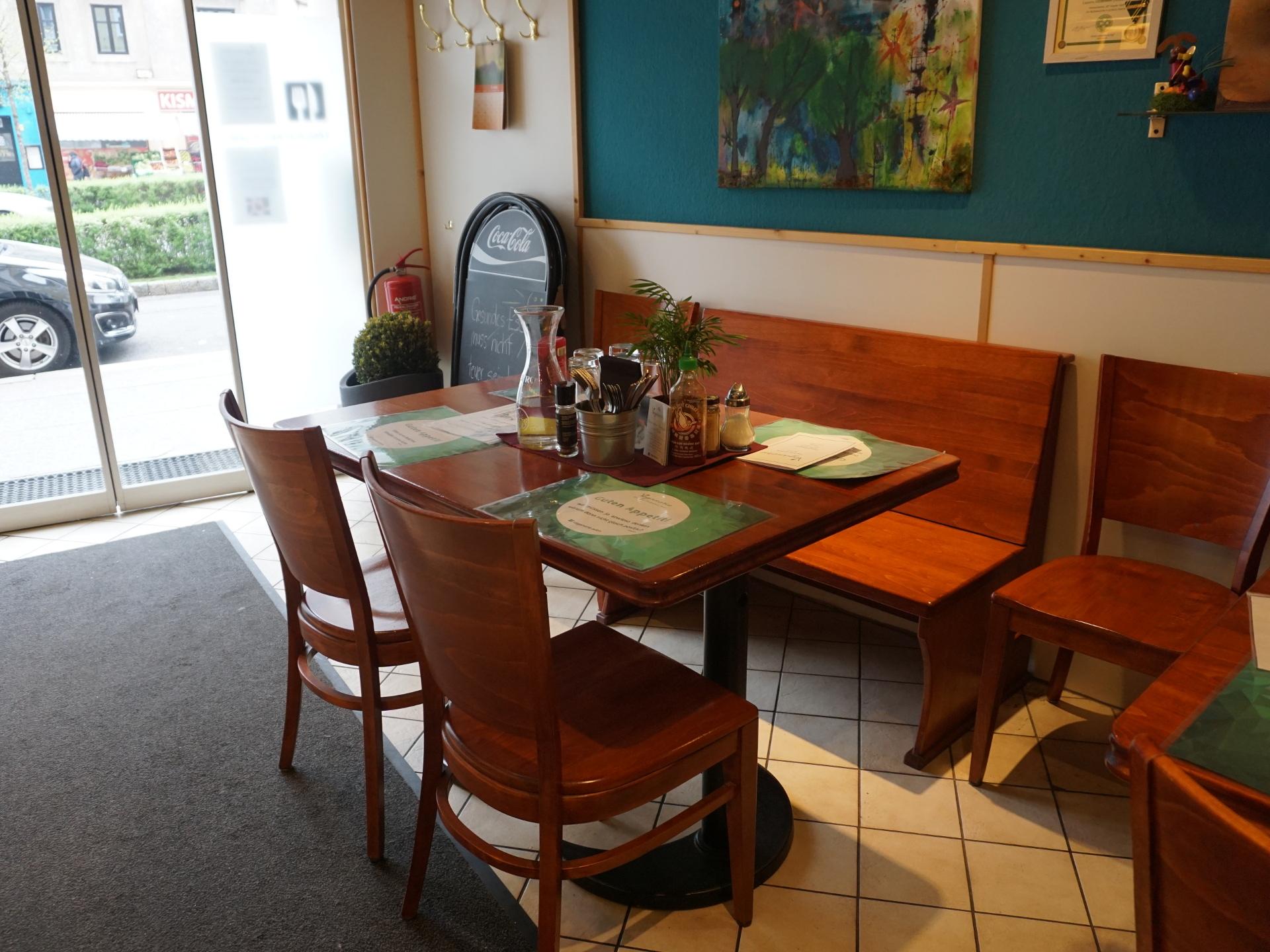 In netter Atmosphäre kann jedes Mitglied köstliches veganes Essen genießen. - Photocredit: Elisabeth Demeter